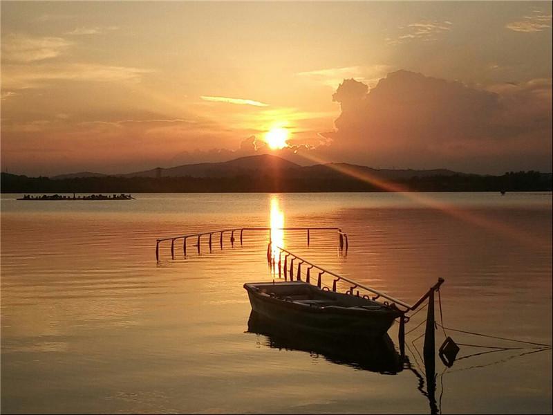《蠡湖晚霞》-吴锡.jpg