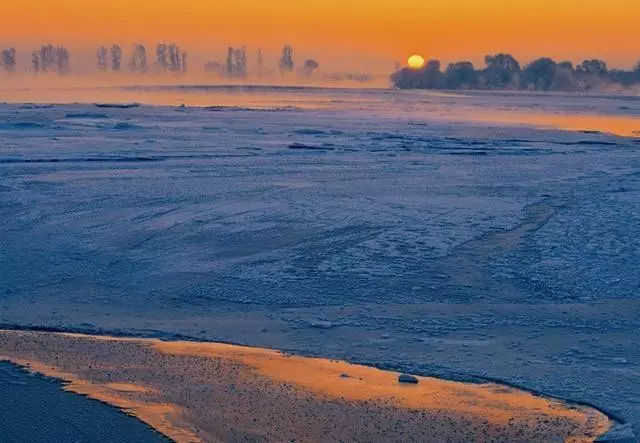 与泰山日出,黄山云海,钱塘江大潮并成为中国四大自然奇观的雾凇岛,是