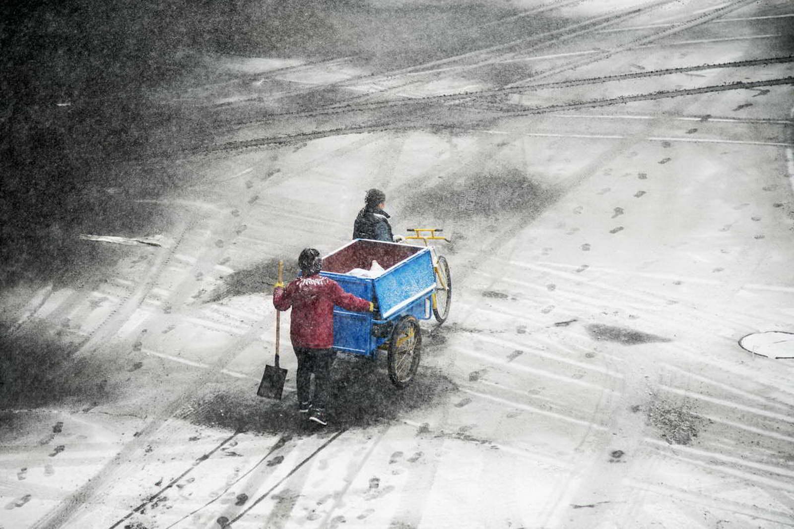 北京邮政 王笑波《辛勤的清洁工》 北京朝阳区双.jpg