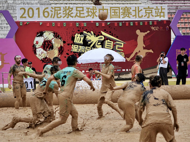 《泥浆足球赛》宋燕欣146078.jpg