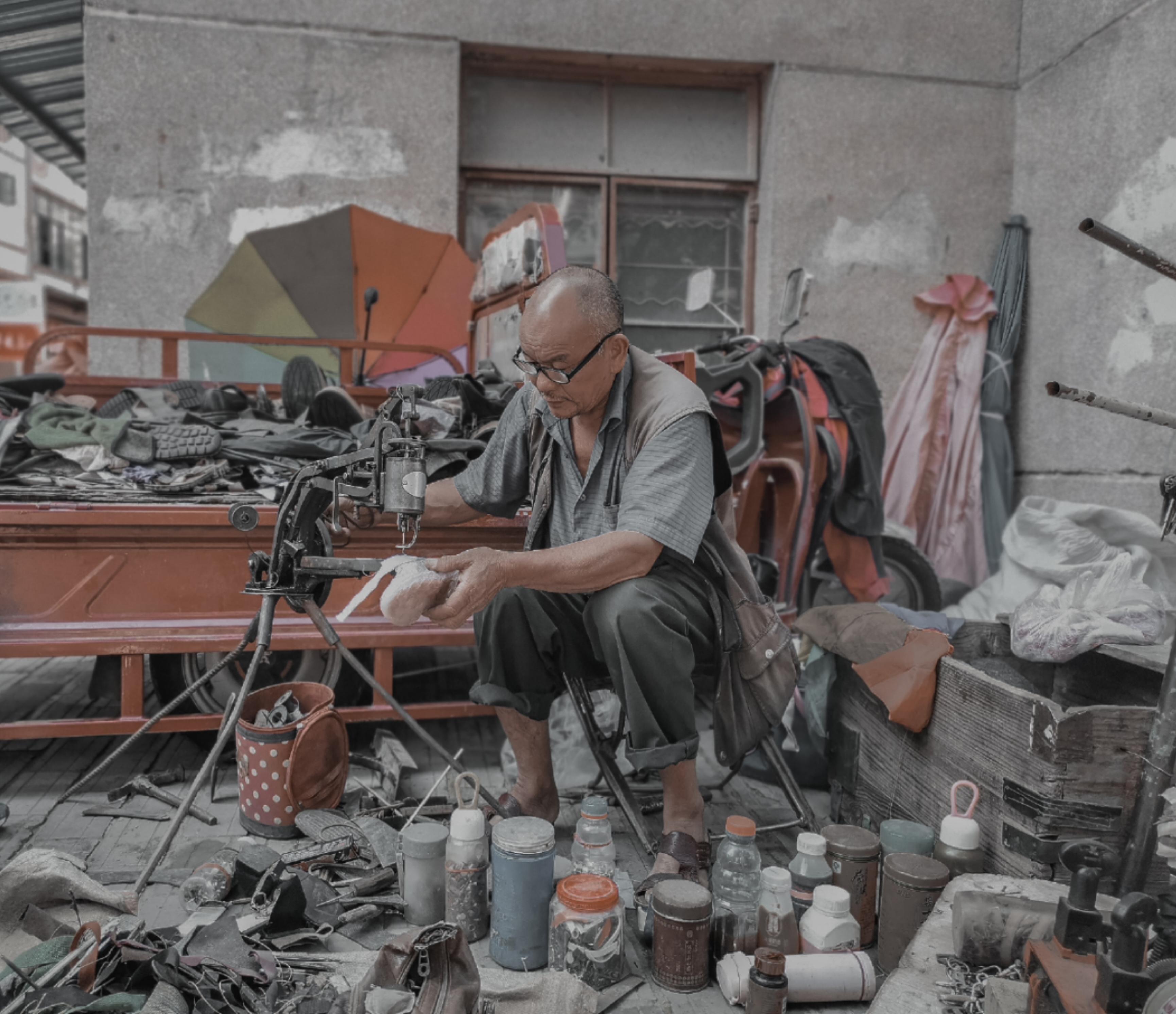 重庆-honest 《消失的老技人》 HUAWEI.jpg