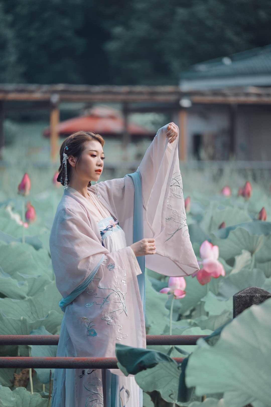 ②群 武汉-甲乙丙俗人丁 《荷仙子》 Nikon.jpg