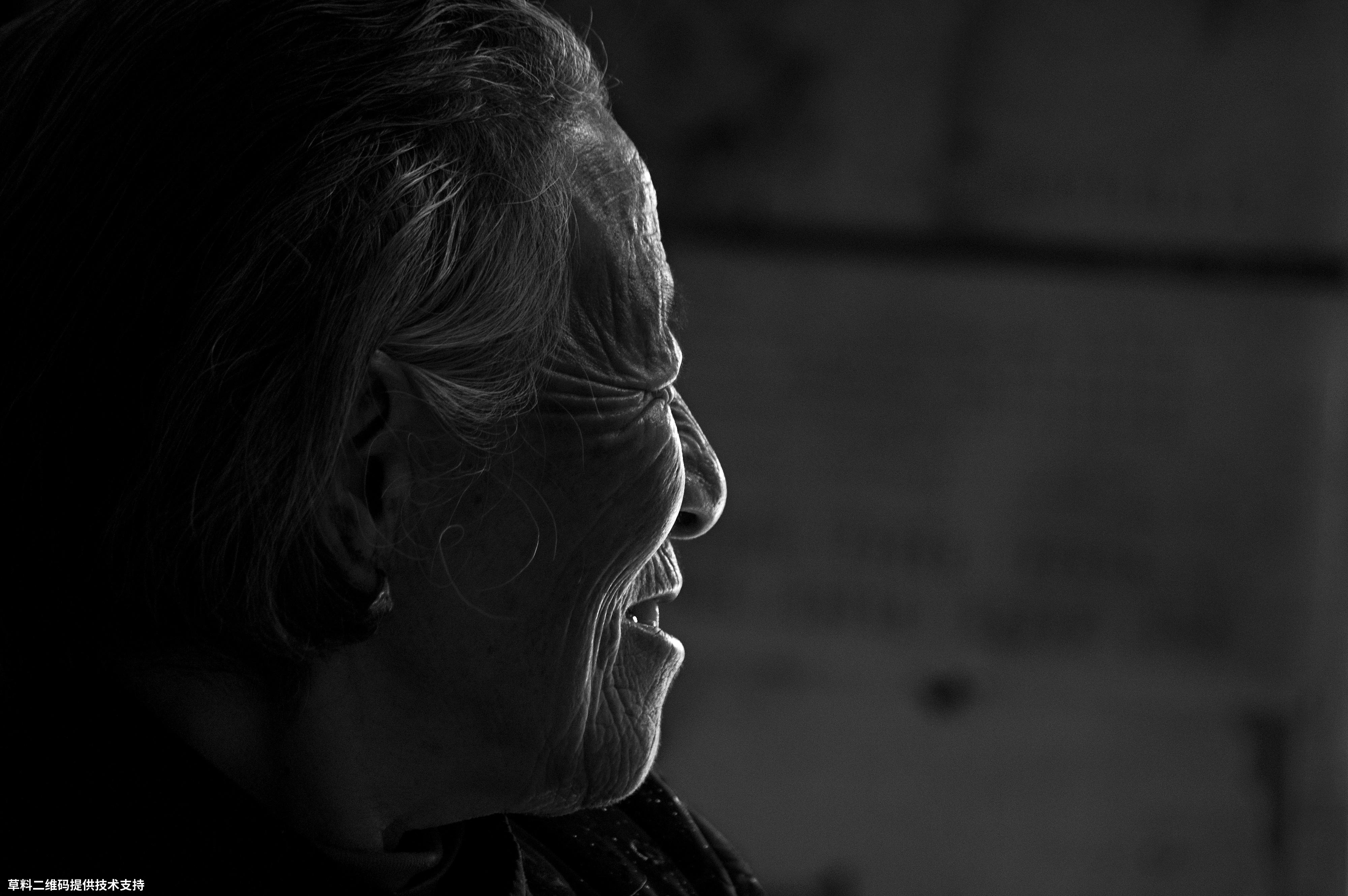 叶琳娜《脱贫了》 宾得,湘西脱贫攻坚成果采风时,抓拍下奶奶脱贫后由衷的笑。.jpg