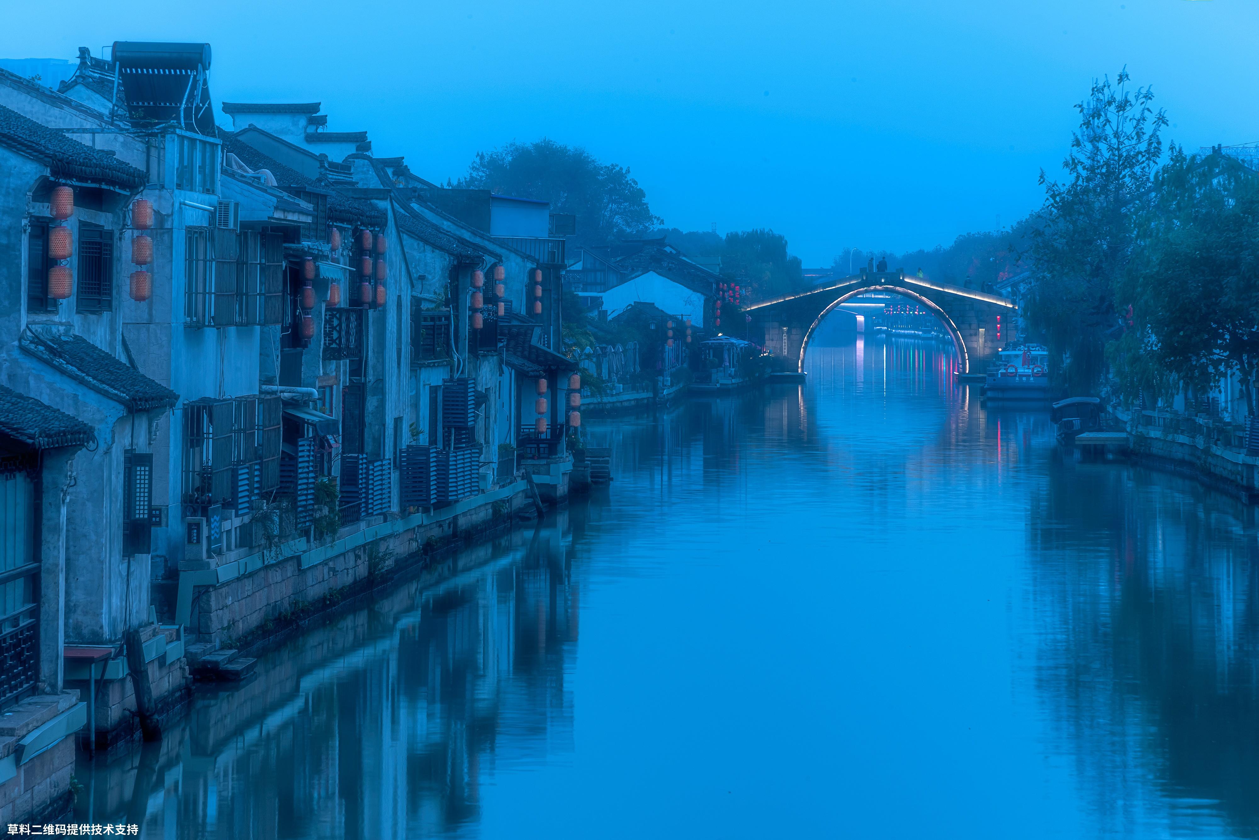 张建中《古运河之夜》Nikon,京杭大运河已经被列入为世界文化历史遗产名录,无锡段的运河是其中的极品之一,尤其是到了晚上更是美丽。.jpg