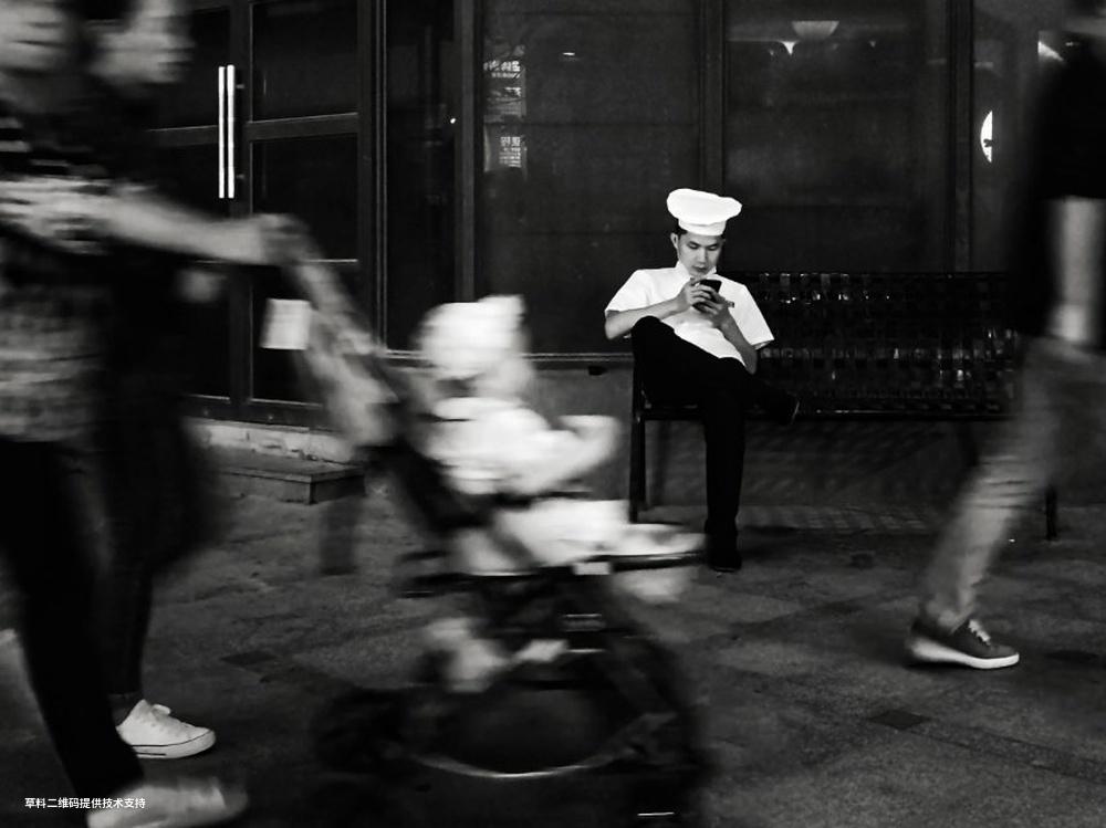 刘勇进《节奏》 HUAWEI,2020年12月23日夜,深圳。疫情期间,人们依然有条不紊地生活和工作着。.jpg