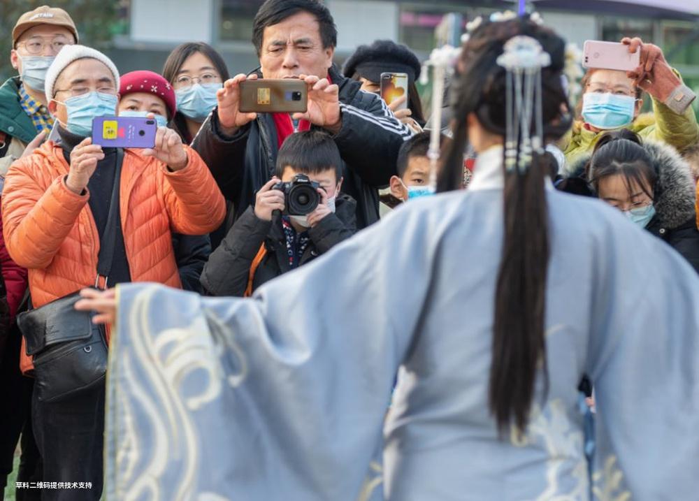 杜宁《汉服走进新生活》Nikon,当下最流行的汉服展演引路人围观拍照,新时代新时尚共筑美好生活。.jpg
