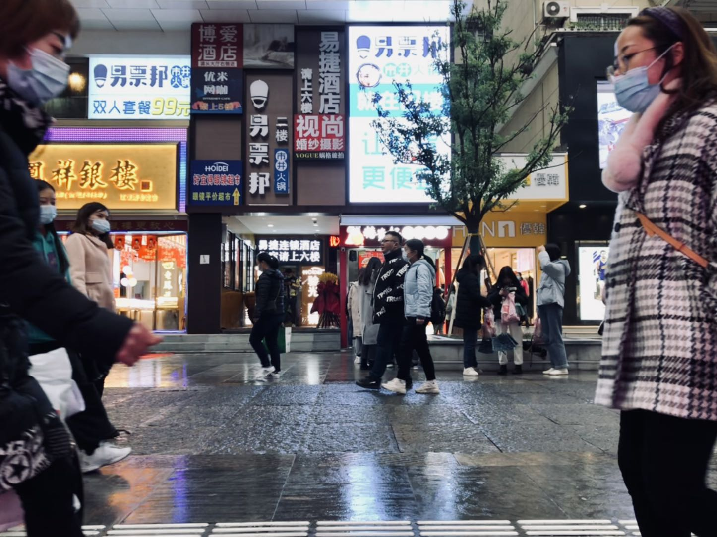《狭路相逢》摄于武汉.jpg