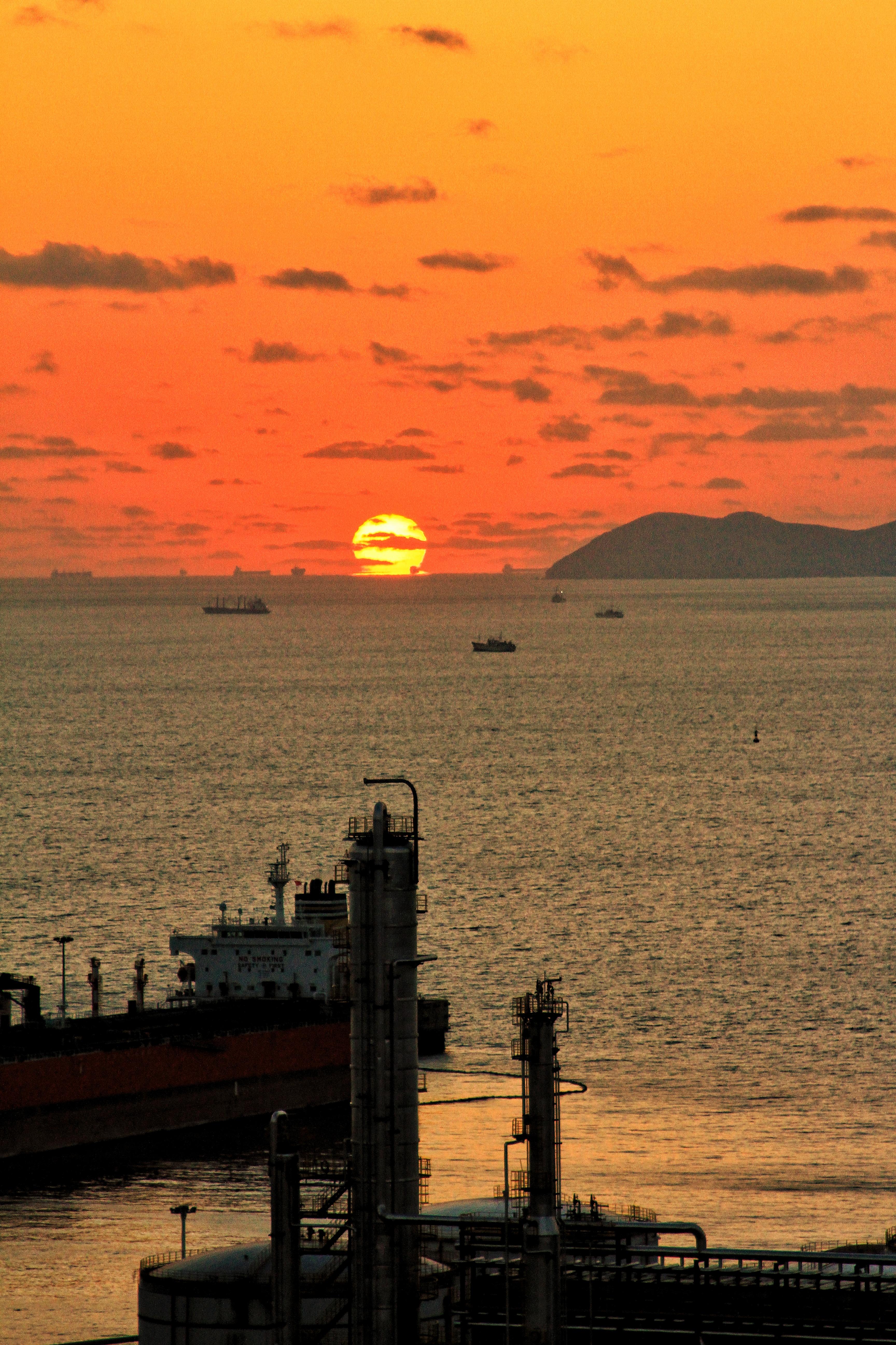 ⑦群 大连-奔腾 《炼厂下的日出》 Canon.jpg