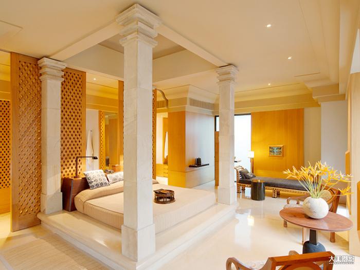 酒店的房间简洁而大气,屏风的设计运用了婆罗浮屠的元素 F13,1/8秒,ISO150