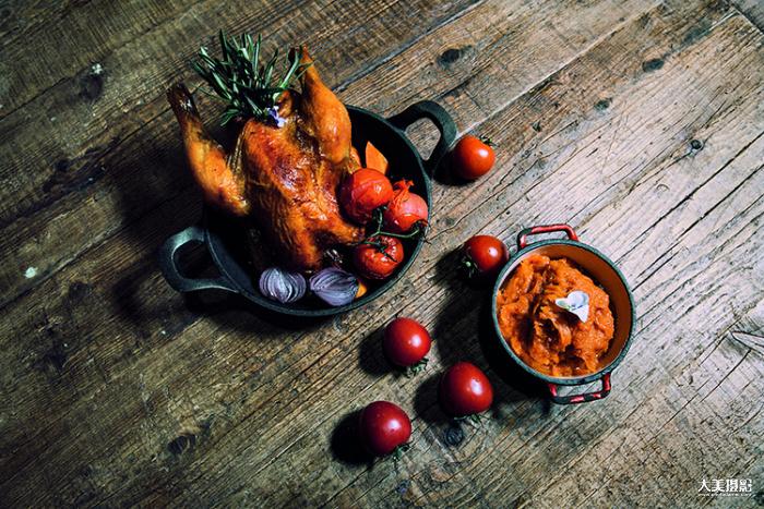 花厨的招牌特色烤鸡,需经过一夜的腌制,入口留香 F4,1/125秒,ISO100
